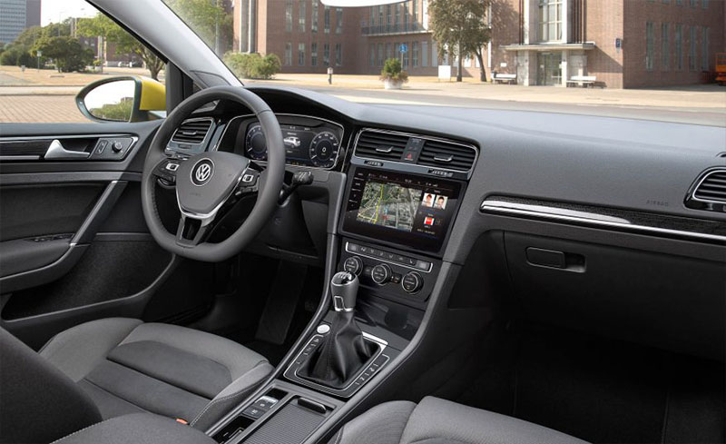 2018-vw-golf-interieur