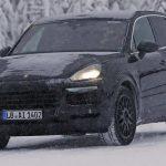 Le prototype de Porsche Cayenne 2018 en plein test dans la neige