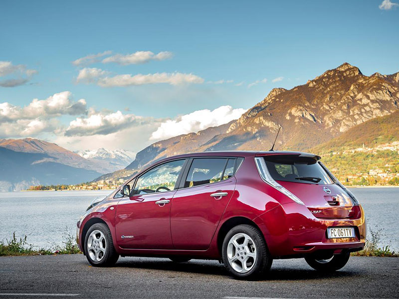 Nissan-leaf-arriere