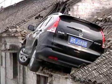 accident voiture sur toit