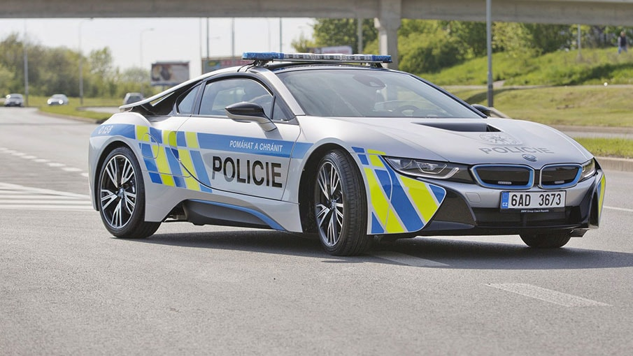 la nouvelle voiture de police bmw i8 vous fera vous arr ter coup sur. Black Bedroom Furniture Sets. Home Design Ideas