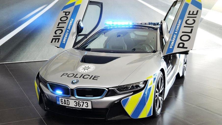 La voiture de police BMW i8 vous fera vous arrêter même si vous êtes en règle
