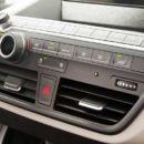 Voilà comment recharger la climatisation de votre voiture et comment l'entretenir
